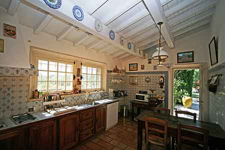 location habitation provence alpilles la cuisine de caract re proven al. Black Bedroom Furniture Sets. Home Design Ideas